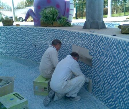 Mosaic tiling to the lazy river in blue and white contrast mosaic tiles